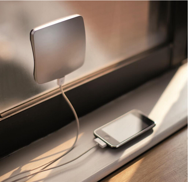 Christmas Car Gifts: Solar Mobile Phone Window Charger