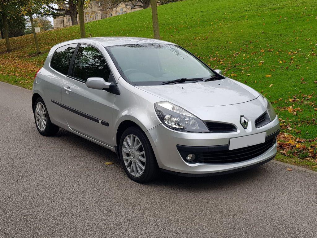 Renault Clio scrap car